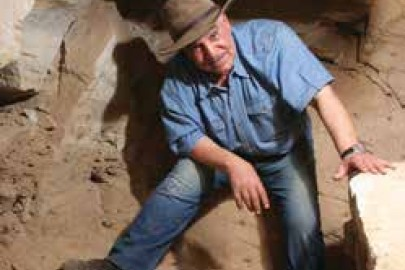 picture of Dr. Zahi Hawass at an archaeological dig site