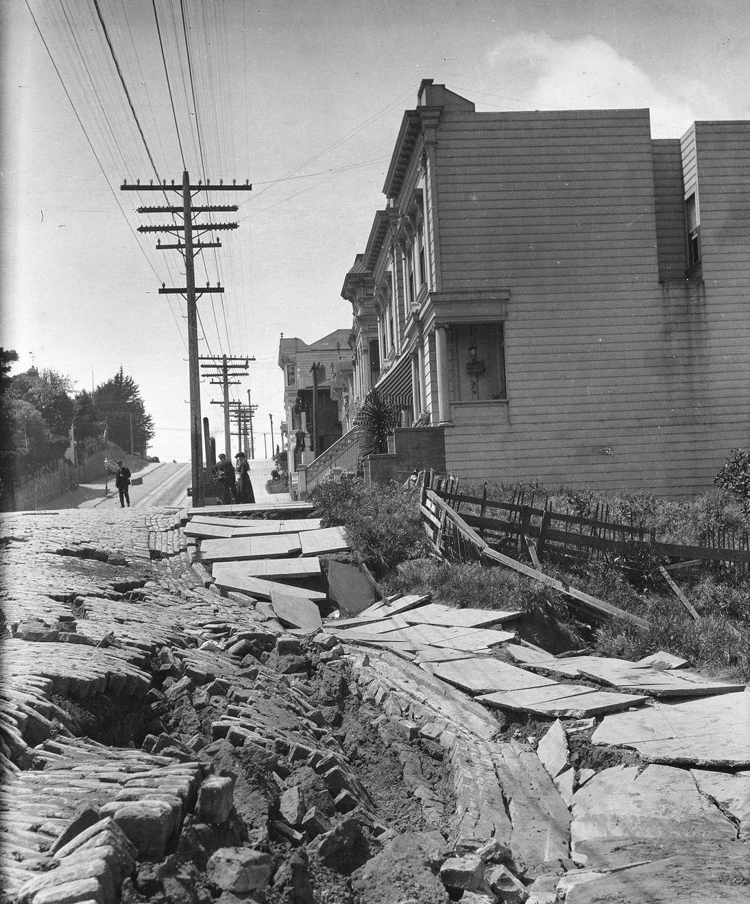 "Arnold Genthe, ""Untitled (Earthslip on San Francisco's Union Street)"", 1906. Cellulose nitrate negative. Fine Arts Museums of San Francisco, Museum purchase, James D. Phelan Bequest Fund. 1943.407.6.1"