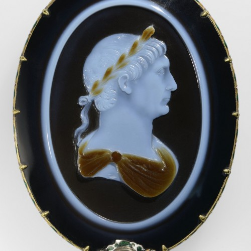 Cameo of emperor Trajan, Roman, ca. AD 100. Sardonyx set in 17th-century mount of gold, enamel, and ruby. Bibliothèque nationale de France, Département des monnaies, médailles et antiques, Paris